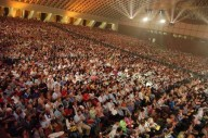 L'aula Paolo VI, in Vaticano, gremita dai fedeli
