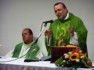 Monsignor Tommaso Valentinetti con don Marco Pagniello