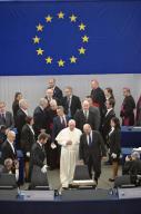 Papa Francesco entra nell'Europarlamento