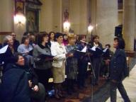 Il coro del Pro Sanctitate, durante la liturgia, diretto da Roberta Fioravante