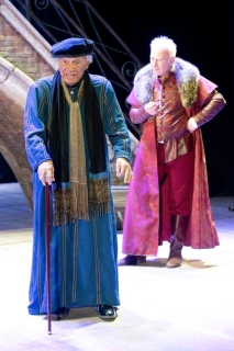 """Giorgio Albertazzi (Shylock) e Franco Castellano (Antonio) in """"Il Mercante di Venezia"""", tuttora in scena al Teatro Quirino"""
