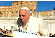 Papa Francesco spegne le candeline sulla torta