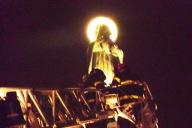 I Vigili del Fuoco di Pescara incoronano la statua della Madonnina