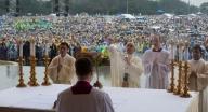 Papa Francesco celebra messa a Manila, nelle Filippine