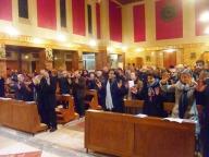 I fedeli, guidati da Traettino, invocano la presenza dello Spirito Santo