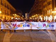 Il corteo, dopo la partenza, attraversa Corso Umberto