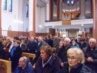 I fedeli intervenuti presso la chiesa della Beata Vergine Maria del Rosario