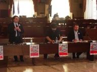 Il tavolo dei relatori, con Vincenzo DIncecco che introduce l'incontro con Marco Presutti a destra