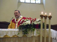 L'arcivescovo pronuncia l'omelia