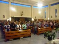 Fedeli e operatori Caritas presenti nella chiesa di San Luigi