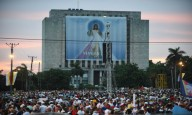 Piazza della Rivoluzione gremita di fedeli a Cuba