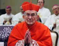 Il cardinale Loris Capovilla, appena ricevuta la berretta cardinalizia