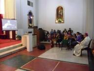 L'arcivescovo Valentinetti, insieme all'assemblea, ascolta il discorso di Papa Francesco