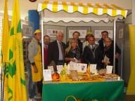 Lo stand di Coldiretti e Campagna amica presso la scuola pescarese