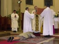 Monsignor Tommaso Valentinetti consacra Carla D'isidoro all'Ordo virginum