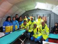 I volontari della Misericordia all'interno di un Posto medico avanzato