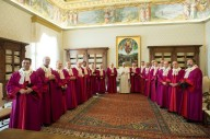 Papa Francesco insieme ai giudici della Sacra Rota