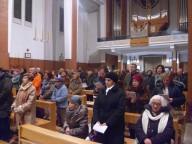I fedeli ritrovatisi presso la chiesa della Beata Vergine Maria del Rosario