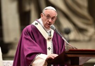 Papa Francesco pronuncia l'omelia