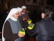 I fiori consegnati ai religiosi e alle religiose presenti