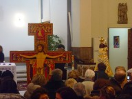 La devozione di giovani e adulti verso la Croce di San Damiano e l'effige della Madonna di Loreto