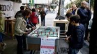 Un momento della festa di ieri al Bar delle rose di Pescara - Foto: Evento Facebook Slotmob Pescara)
