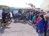 Gli scolari intenti a conoscere le attività dei Carabinieri