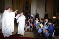 L'arcivescovo Valentinetti, conferisce il mandato alle otto famiglie