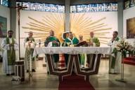 La Santa messa presieduta dall'arcivescovo Valentinetti