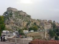 Il borgo antico di Pescosansonesco, che ancora conserva la bottega dove lavorava il giovane Nunzio Sulprizio