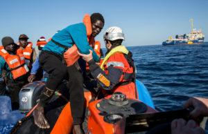 """Migranti: """"Italia ed Europa garantiscano il rispetto dei diritti umani"""""""